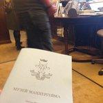 Подарили брошюру на русском языке