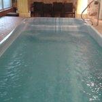 la piscina con idromassaggio dell'hotel