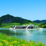 """Eventship MS RheinFantasie in front of the """"Drachenfels"""" / dragon´s cliff"""