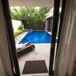 Blick vom Wohnzimmer in Richtung Pool