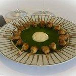 Petits gigots de grenouilles à la crème d'ail et persil