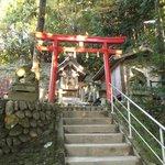 本殿脇の神社