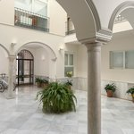 Photo of Suites Sevilla Plaza