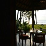 5 m separano la veranda del nostro bungalow dal mare