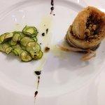 Turbante branzino con mandorle e olive taggiasche e zucchine