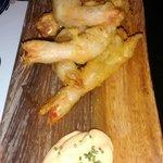 Camarões no modo tempura