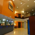 Quality Suites Sulphur Lobby