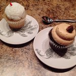 Flavors: wedding cake & chocolate with peanut butter icing