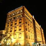 Отель в октябре ночью