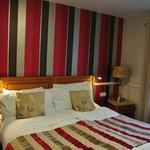 camera con grande letto