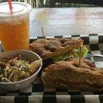 BLT sandwich w/ kahl slaw