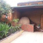 El horno de barro en uno de los patios