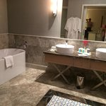 bathroom Romance Suite