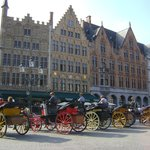 Grote Markt, (Plaza Mayor), Brujas, Bélgica.