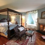 King Canopy Bed in Oneida River Room