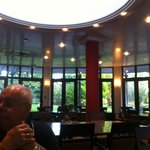 vaste salle de restaurant