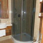 bagno camera con doccia