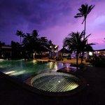 Pool and beach bar at Coco Lanta resort