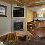 Deluxe Cottage w Fireplace