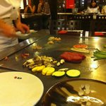 La préparation sur la plaque teppanyaki