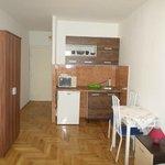 Photo de Budapest Hotel Leslie Apartments