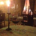 Местное вино и уютная атмосфера