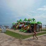 Strand mit Kinderspielplatz