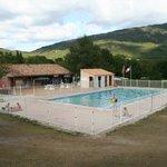 Het restaurant en het zwembad