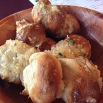 YES!  The garlic rolls ARE as good as they look!