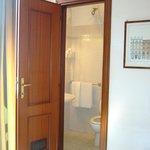 Vista del baño desde la habitación