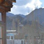 Vista desde el balcón hacia Leh.