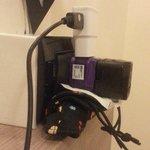 插座不好使用,接觸不良,必須墊很多東西才穩固!