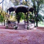 Lovely gazebo in Park de la Pépinère