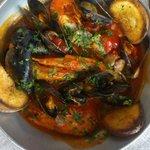 Суп с морепродуктами томатный