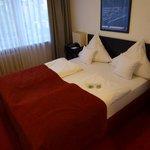 Großes bequemes Bett