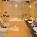 banheiro muito bom , novo e espaçoso