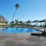 la piscine vue de la terrasse du restaurent