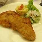 Kalbswiener mit Gurken-Kartoffelsalat