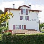 Hôtels Les Goelands villa rouge depuis 112 plan serré