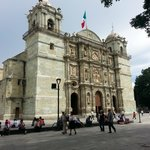 Vista laterofrontal de la Catedral de Oaxaca