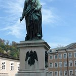Mosart statue