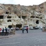 Otele yakın oyma mağaralar