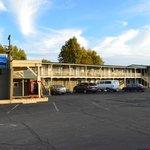 Lamplighter Motel Photo