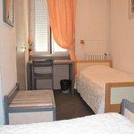 lit simple petite chambre 2 lits simples
