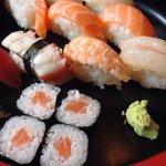 Sushi misto buonissimo è bellissima la presentazione del piatto   #menunostop