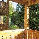 balcon avec vue sur sentier
