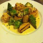 Saint Jacques, pommes grenailles, choux romanesco, sauce citron vert: Excellent même si je n'aim