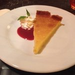 En dessert, la succulente tarte au citron maison... Un conseil : faites en mettre une de côté en