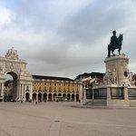 A unos pasos de la plaza de Comercio, de donse salen varias excursiones
