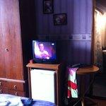 frigobar y televisor